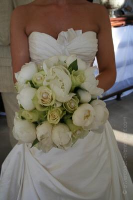 mariée bouquet roses blanches